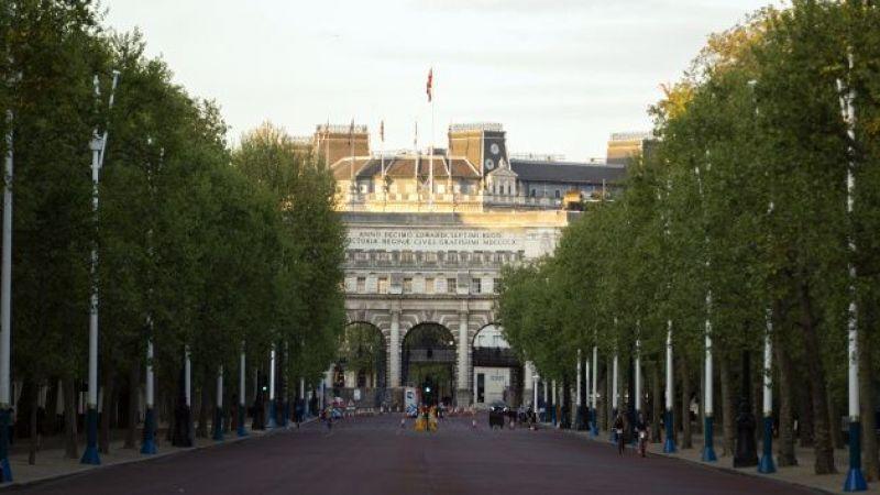 Buckingham Sarayı'ndan Prens Harry ve Meghan Markle'a tebrik mesajı