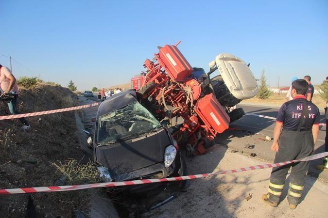 Otomobil traktöre arkadan çarptı: 2 ağır yaralı