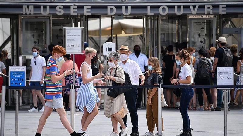 Fransa'da son 24 saatte bin 986 yeni vaka