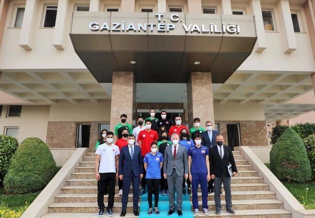 Şehitkamil Milli Sporcular Vali Gül'ü ziyaret etti