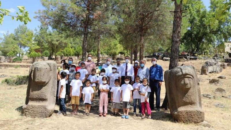 Tarım işçilerinin çocukları Yesemek müzesini gezdi