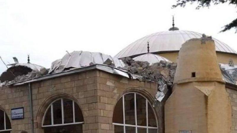 Son Dakika: Gaziantep'te şiddetli rüzgar caminin kubbe kaplamasını uçurdu