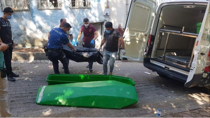 Son Dakika:Video Haber...Gaziantep'te 1 kişi boğazı kesilerek öldürüldü.3 kişi arasında çıkan kavgada kan aktı