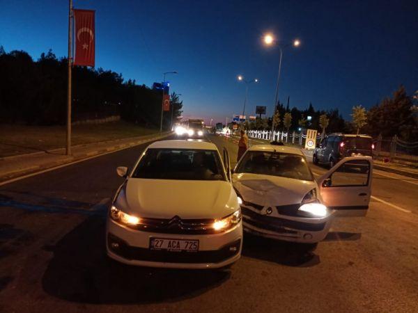 Son Dakika:Video Haber...Gaziantep'te feci kaza,2 araç çarpıştı: 3 kişi yaralandı