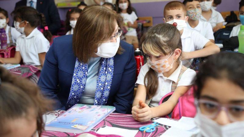 Başkan Şahin ilk ders gününde öğrencilerin heyecanına ortak oldu