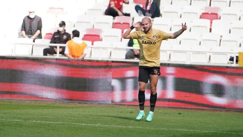 Joau Figueiredo golünü attı