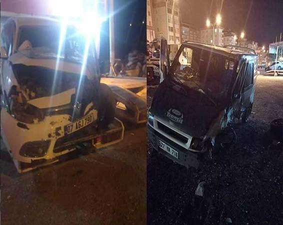 Son Dakika...Gaziantep'te minibüsle otomobilin çarpıştığı kazada 4 kişi yaralandı
