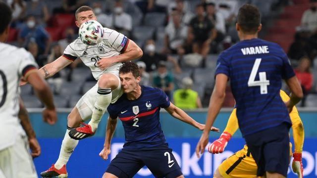 EURO 2020'de yine korkutan anlar yaşandı! Benjamin Pavard'a ne oldu?