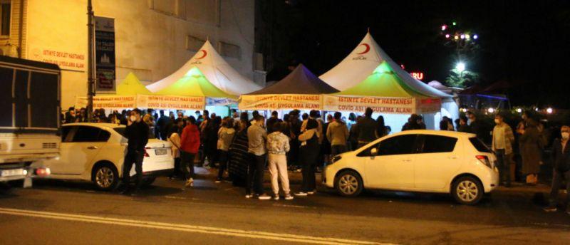 İstanbul'da aşı kuyruğu akşam da devam etti