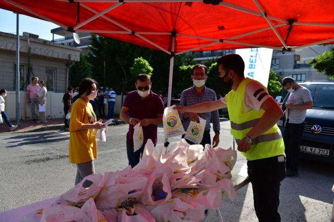Tuzla Belediyesi'nden YKS'ye giren öğrencilere hediye
