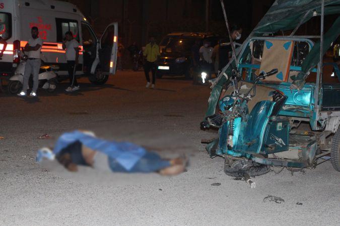 Adana'da elektrikli bisiklet ile hafif ticari araç çarpıştı: 1 ölü, 3 yaralı