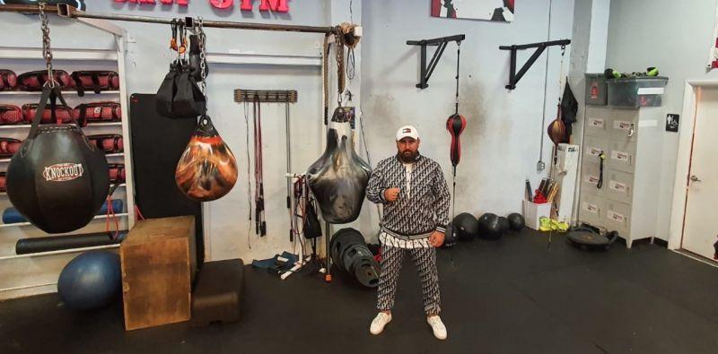 Serdar Avcı, WBC kemeri için efsanevi boksör Muhammed Ali'nin salonunda çalışıyor