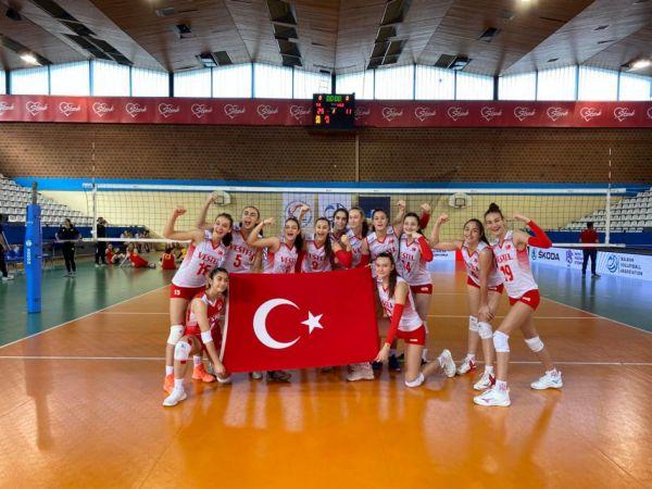 Türkiye U16 Kız Voleybol Milli Takımı, Balkan Şampiyonası'nda 2'de 2 yaptı