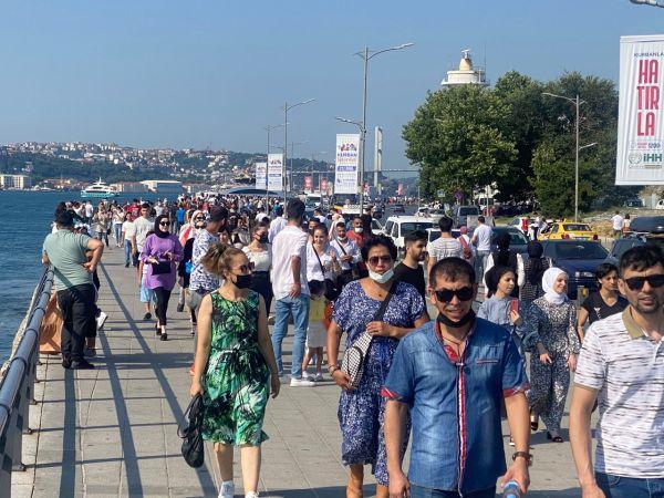 İstanbul boşaldı diyenlere işte bayramın ilk günüde Üsküdar Sahili...