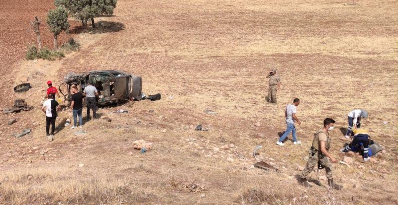 Takla atan otomobildeki 2 asker yaşamını yitirdi