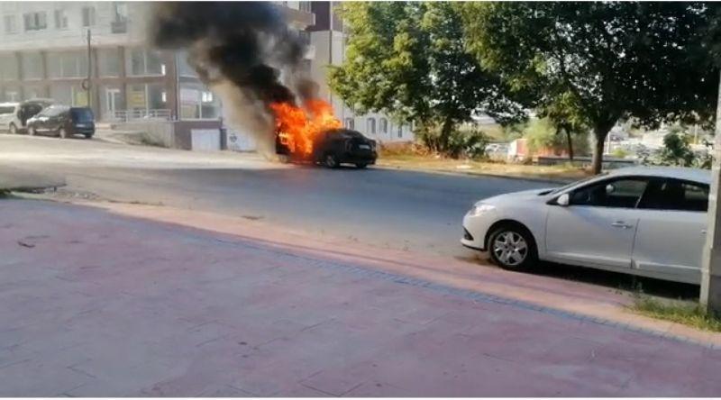 Çerkezköy'de otomobil alev alev yandı