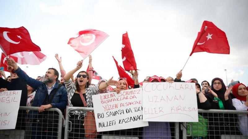 Maltepe'de aşı karşıtlarından miting