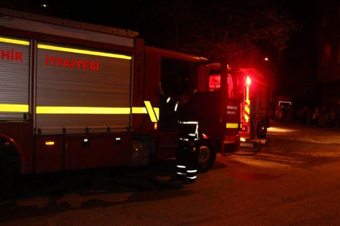 Benzin döktükleri evi ateşe verdiler