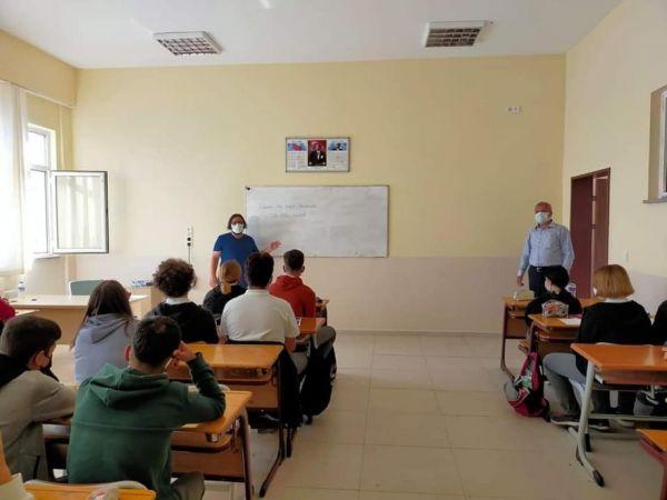 Lapseki'de öğrencilere korona aşısı olun çağrısı
