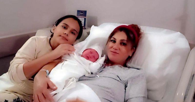 Doğum sancısı başlayan kadını siren çala çala hastaneye yetiştirdi!