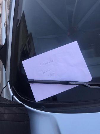 Arabaya bıraktıkları not bir canı daha kurtardı