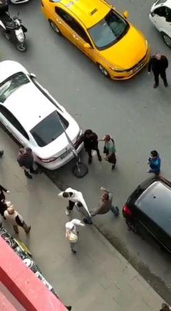 İstanbul'da taksiciyle müşterinin yumruk yumruğa kavgası