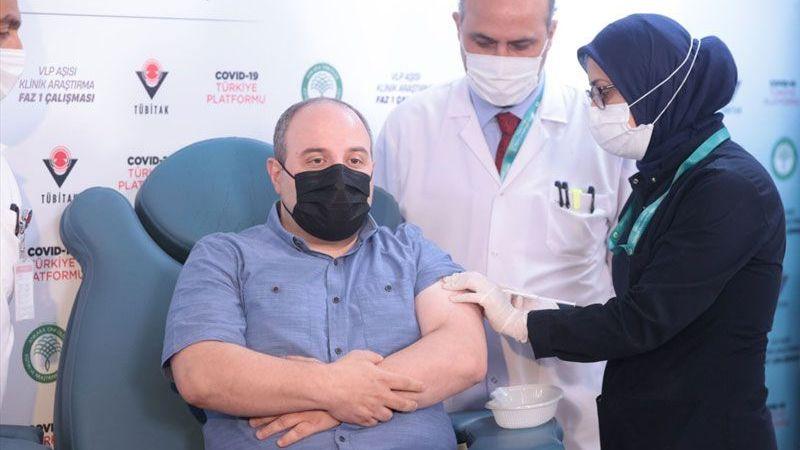 Bakan Varank'tan yerli aşıya büyük destek! İkinci dozu yaptırdı