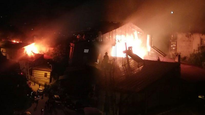 Bayram öncesi iki ailenin evleri yandı