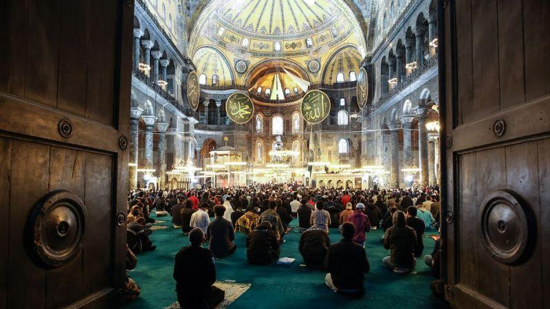 Ayasofya-i Kebir Cami-i Şerifi'nde 87 yıl sonra ilk Ramazan Bayramı namazı