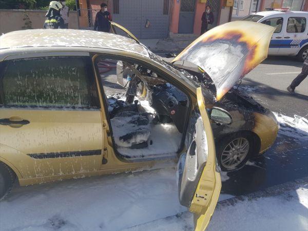 Seydişehir'de seyir halindeki otomobil yandı