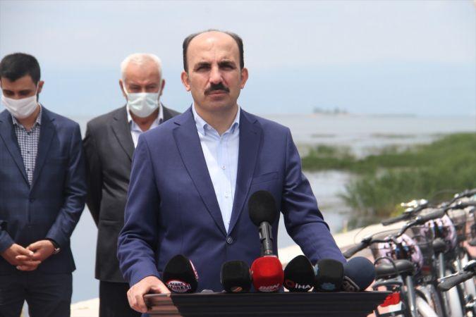 Beyşehir Gölü'nü temizleme çalışmaları sürüyor