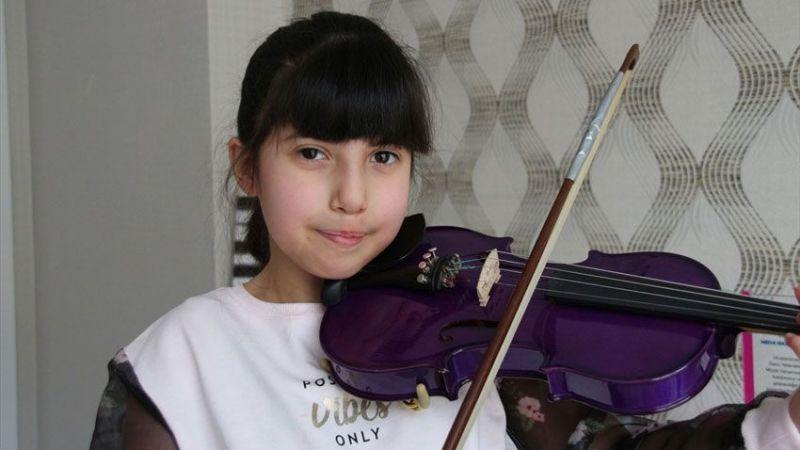 """Di George sendromlu """"mor kemanlı küçük kız"""" müzik tutkusuyla hayata bağlandı"""