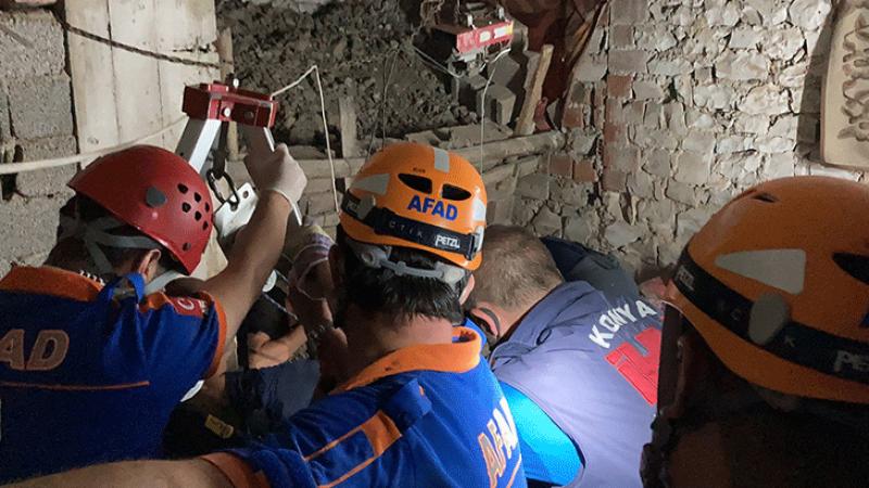 15 metrelik kuyuya düştü! 3 saatlik çalışmayla kurtarıldı