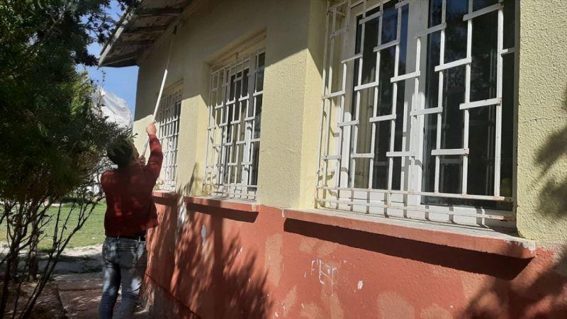 Köy okulunu üniversite öğrencileri boyadı