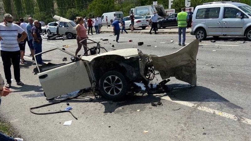 Başkent'te korkunç kaza: 1 ölü, 10 yaralı