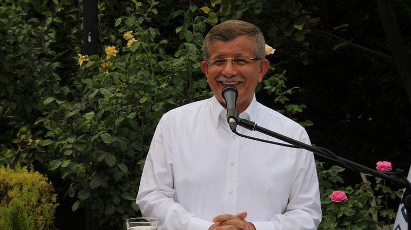 Davutoğlu partililerle evinde bayramlaştı