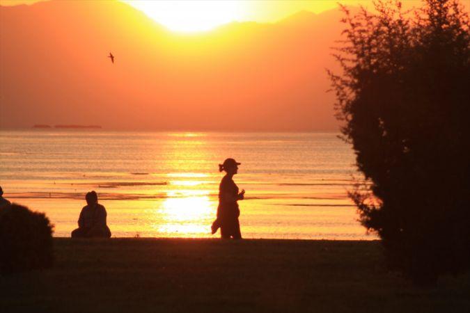 Beyşehir Gölü Milli Parkı'nda günbatımı görsel şöleni