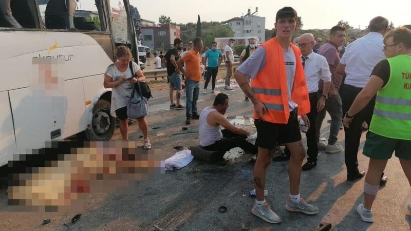 Manavgat'ta korkunç kaza! Ölü ve yaralılar var