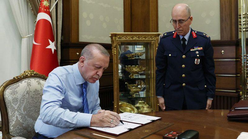 Yüksek Askeri Şura'da 44 general ve amiralin görev süreleri bir yıl uzatıldı