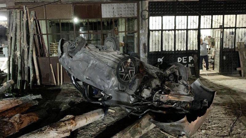 Feci kaza! Araçtan fırlayan yolcu öldü, sürücü kadın yaralı kurtuldu