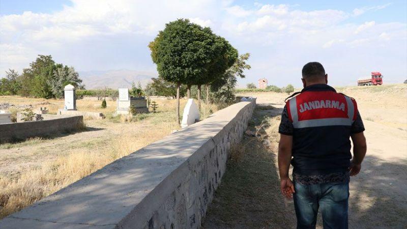Arazi kavgasında baba ile oğlu öldürüldü