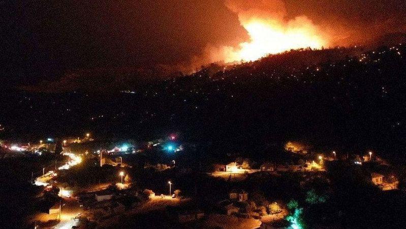 Tehlikenin adresi bu kez Aydın! Yangında mahalleler boşaltıldı