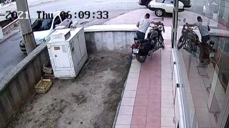 Bisikletle geldiği apartmandan çaldığı motosikletle kaçtı