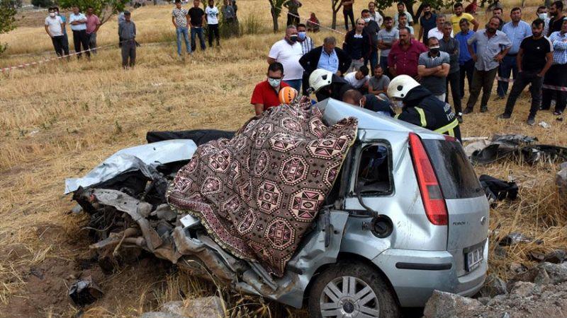 Trafik kazasında iki kardeş öldü