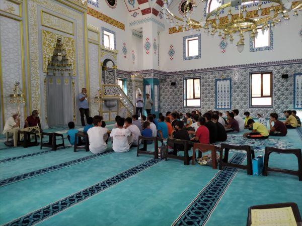 Yaz Kur'an kursu öğrencilerine internet ve sosyal medya kullanma eğitimi
