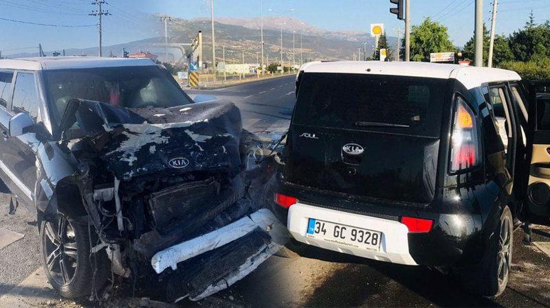 Kamyonet ile otomobilin çarpışması sonucu 8 kişi yaralandı