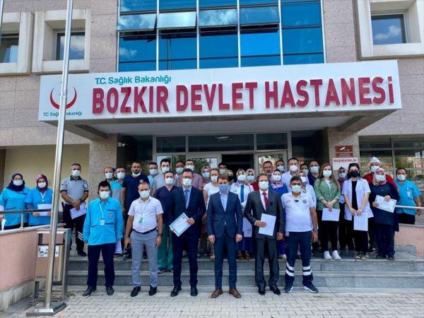 Bozkır'da sağlık çalışanlarına başarı ve teşekkür belgesi verildi