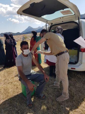 Derebucak'ta tarım işçilerine Kovid-19 aşısı yapıldı