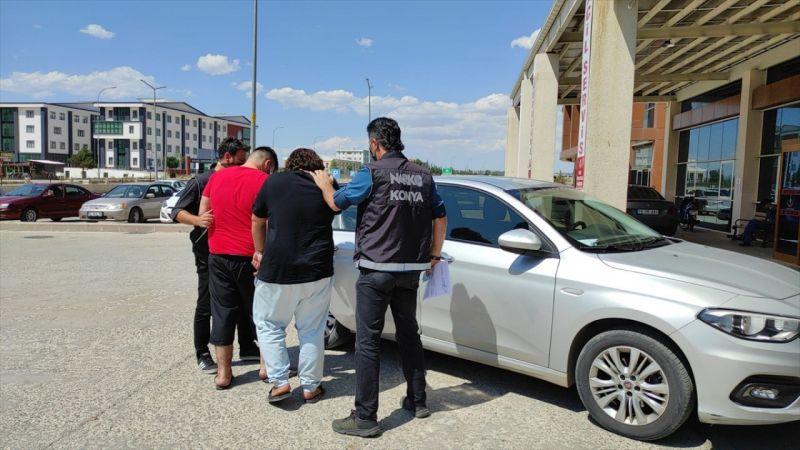 Konya'da uyuşturucu sevkiyatı yaptığı belirlenen 2 kişi adliyeye sevk edildi