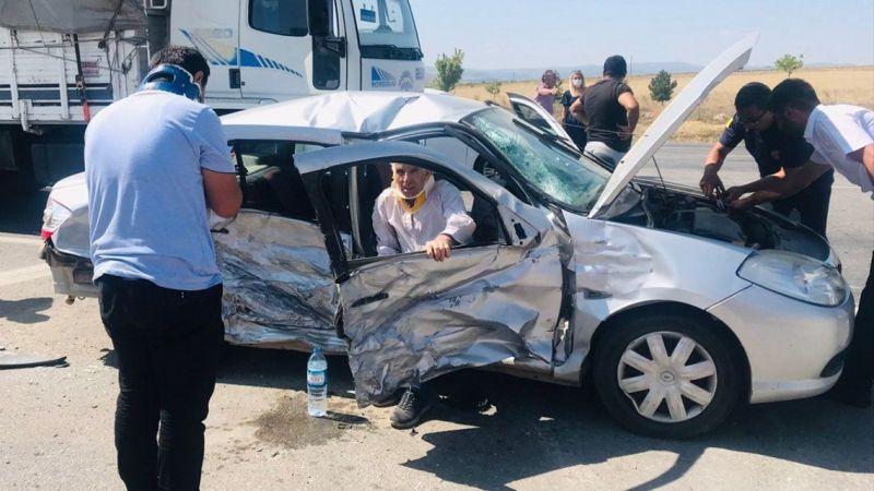 Konya'da TIR ve iki otomobilin çarpıştığı zincirleme kaza: 4 yaralı var
